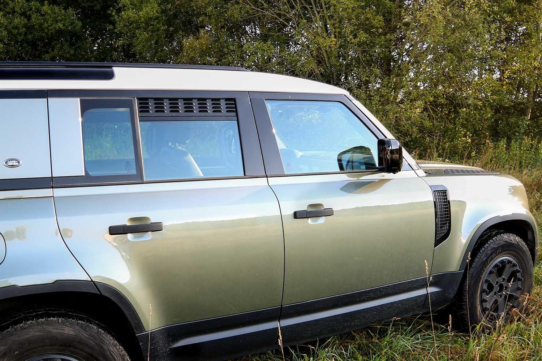 NEW Defender (model year 2020+) 2nd Row Doors Window Vents (set of 2)
