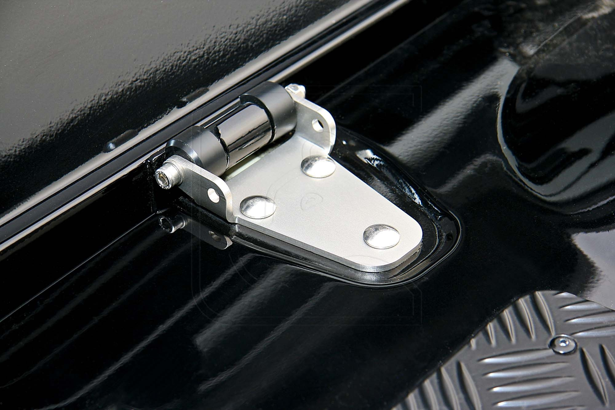 Anti-Theft Bonnet Hinges for Land Rover Defender